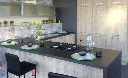 cuisines aviva s implante au mans choisir sa franchise. Black Bedroom Furniture Sets. Home Design Ideas